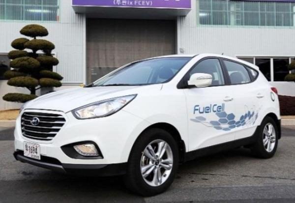 Hyundai ix35 é o primeiro carro comercial do mundo movido a hidrogênio. Fonte da imagem: Reprodução/Inhabitat