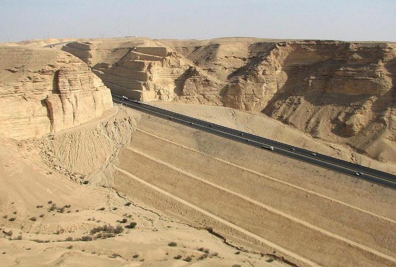 mais-longa-reta-do-mundo-Arabia-Saudita (1)