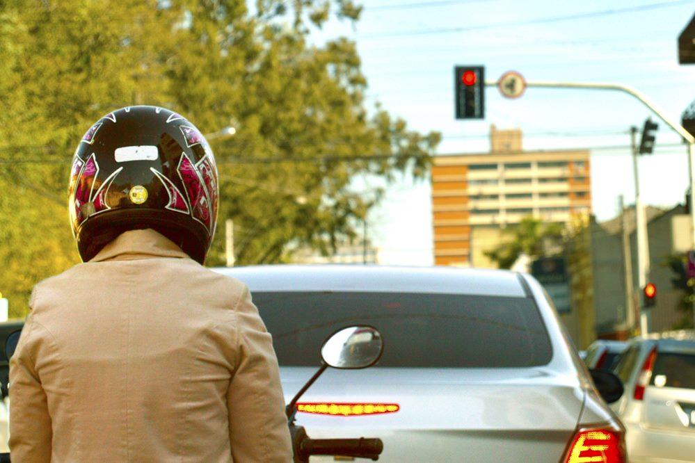 motociclista-no-transito