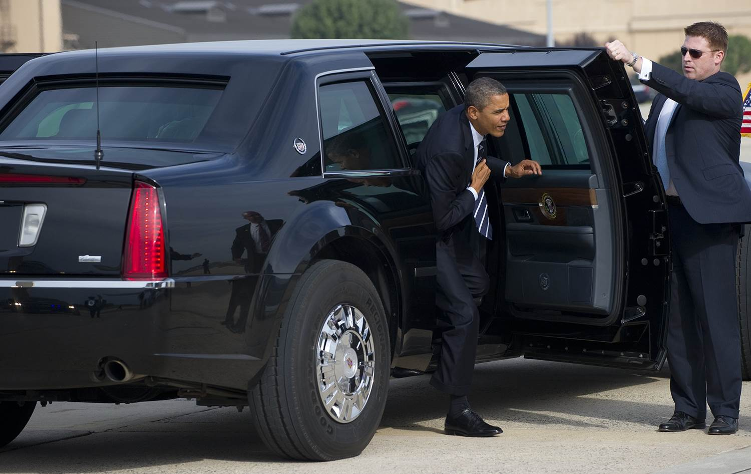 6c8145132-130703-obama-limo-834p-nbcnews-ux-2880-1000