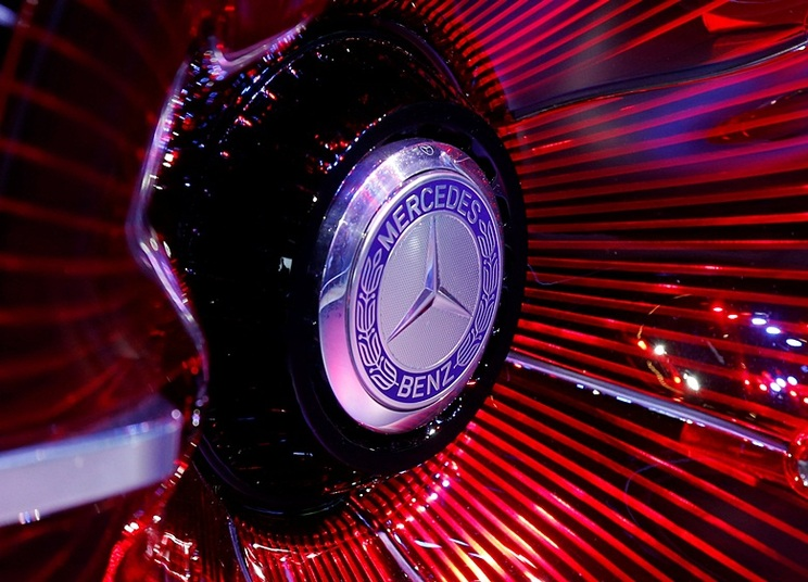 View of a Mercedes logo on a wheel at the Mondial de l'Automobile, Paris auto show, during media day in Paris, France, September 30, 2016. REUTERS/Jacky Naegelen