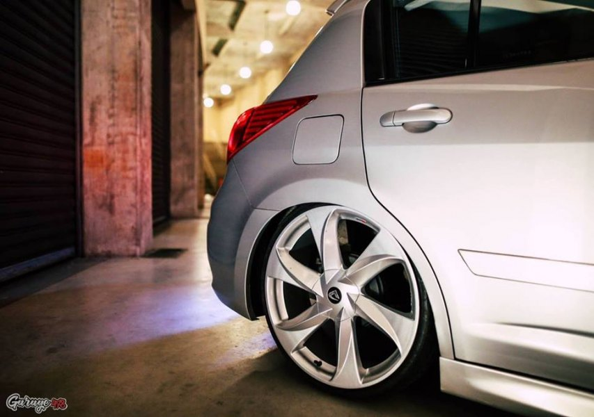 Nissan Tiida Rebaixado rodas 20 1