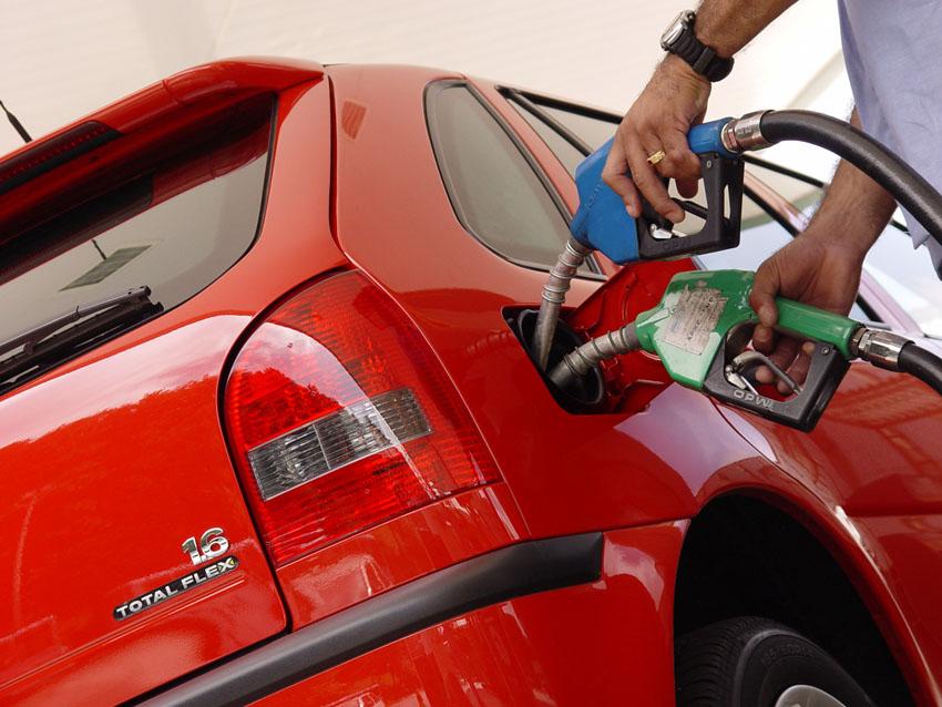 Colocar Alcool em Carro a Gasolina 13