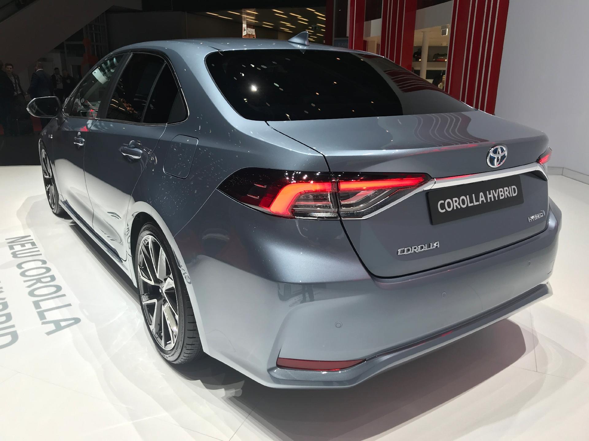 toyota corolla sedan hybrid 2020