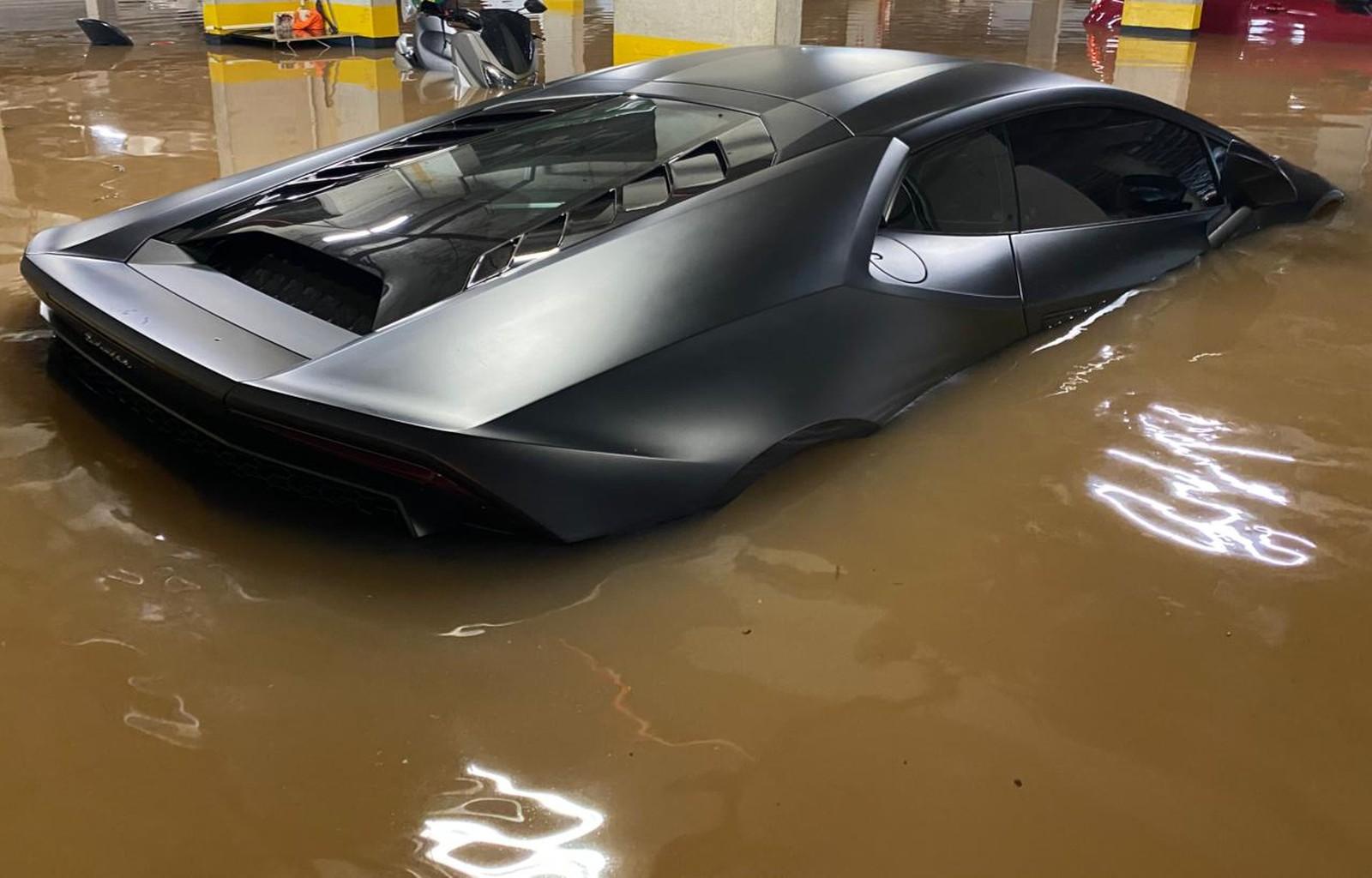 Lamborghini Huracán avaliada em R$ 1,6 milhão foi pega por alagamento em São Paulo — Foto: Fernando Santos/Arquivo Pessoal