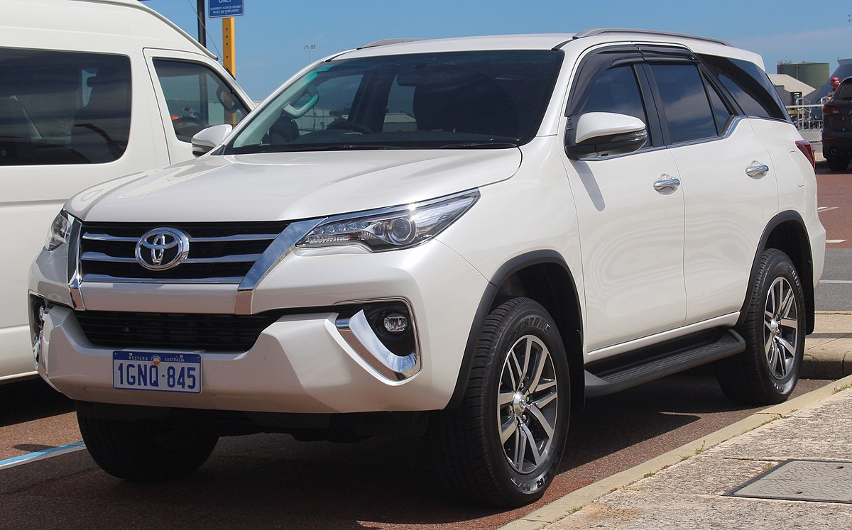 1200px 2018 Toyota Fortuner KUN160R Crusade wagon 2018 09 28 01