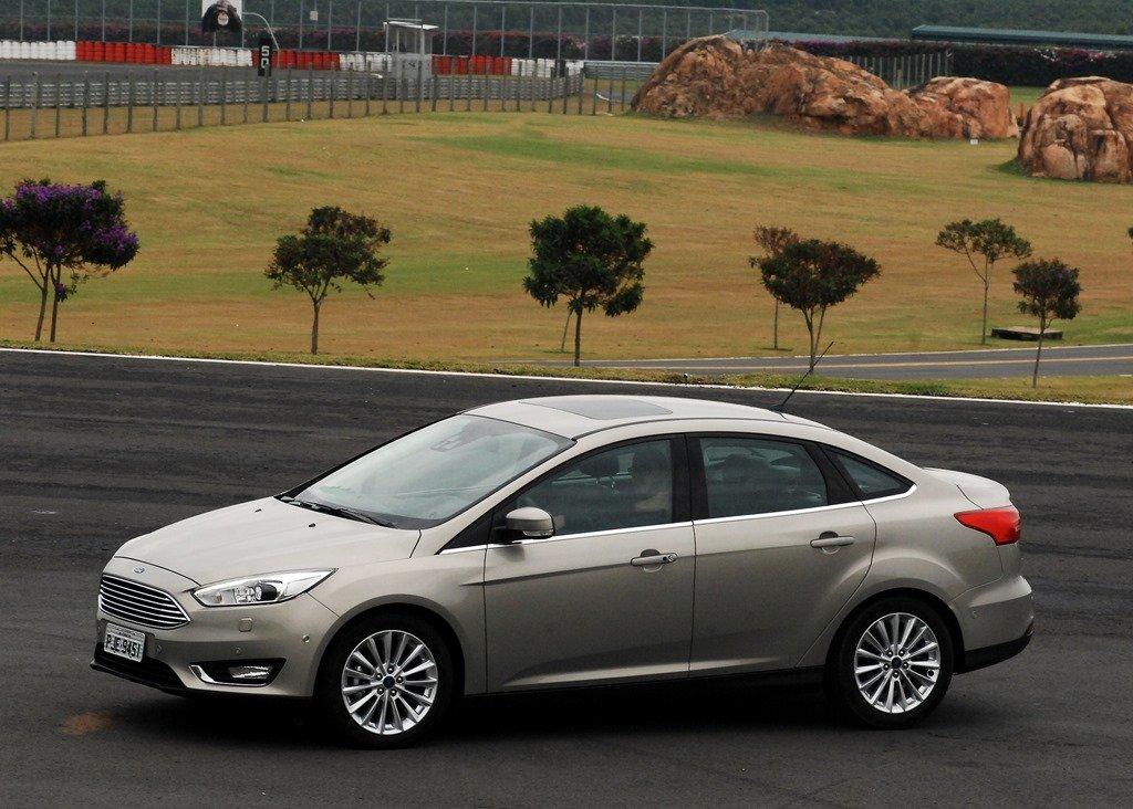 ford focus fastback titanium plus